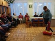 В Коряжме сотрудники МЧС обучают работников избиркомов правилам безопасности