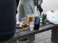 Россияне стали меньше пить в неположенных местах