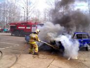 В преддверии профессионального праздника огнеборцы и спасатели Коряжмы провели показательные выступления для детей