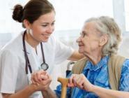 В систему ОМС впервые включили гериатрическую помощь пожилым людям