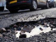 Россияне смогут жаловаться на «убитые» дороги напрямую в Минтранс