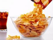 В Госдуме предложили запретить продажу чипсов и газировки в школах