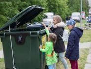 Детей до трех лет захотели избавить от платы за вывоз мусора