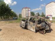 В центре Коряжмы загорелась машина