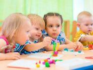 Оформить пособие на ребёнка, не посещающего детский сад, можно в Соцзащите