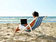 Учителя и врачи сильнее остальных скучают по своей работе в отпуске