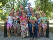 Многодетная семья Кузнецовых из Коряжмы награждена орденом «Родительская слава»